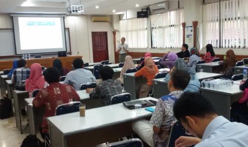 Seminar Fisika: Plastik Biodegradable dari Ampas Singkong dengan Penambahan Kitosan dari  Cangkang Kepiting untuk Memperbaiki Sifat Fisis Bahan