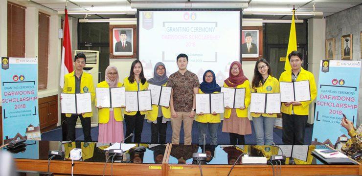 Daewong Berikan Beasiswa kepada 8 Mahasiswa FMIPA UI