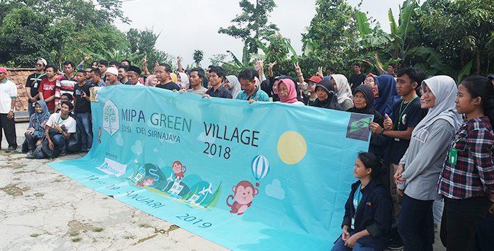 Tingkatkan Kepedulian dan Kesadaran Sosial Daerah Tertinggal, FMIPA UI Bantu Bangun Fasilitas Umum Desa Sirnajaya
