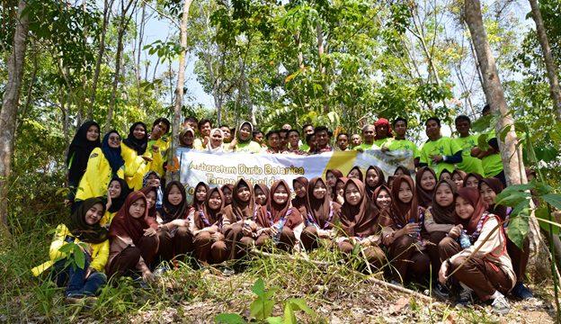 """Tim Pengmas FMIPA UI Kembangkan """"Arboretum Durio Botanica"""" sebagai Pusat Taman Botani dan Konservasi Durian"""