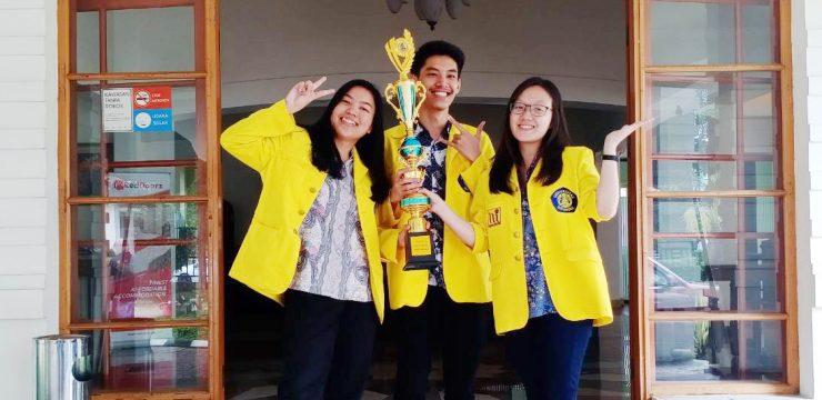 Mewakili UI, 3 Mahasiswa FMIPA UI Raih Juara 1 Lomba Debat Nasional