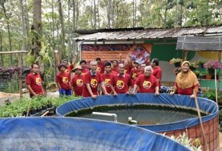 FMIPA UI Community Engagement Teams Develop Koi Fish Centers in Sentul