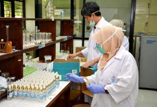 Perluas Jangkauan Distribusi Departemen Kimia FMIPA UI Kembali Bagikan Hand Sanitizer Hingga ke Fasyankes