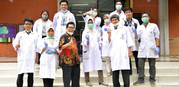 Departemen Kimia FMIPA UI Produksi dan Distribusi Cairan Pembersih Tangan Secara Gratis untuk Masyarakat