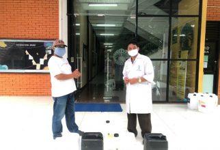 Departemen Kimia FMIPA UI Bersama ILUNI UI Produksi dan Distribusi Disinfektan di Depok