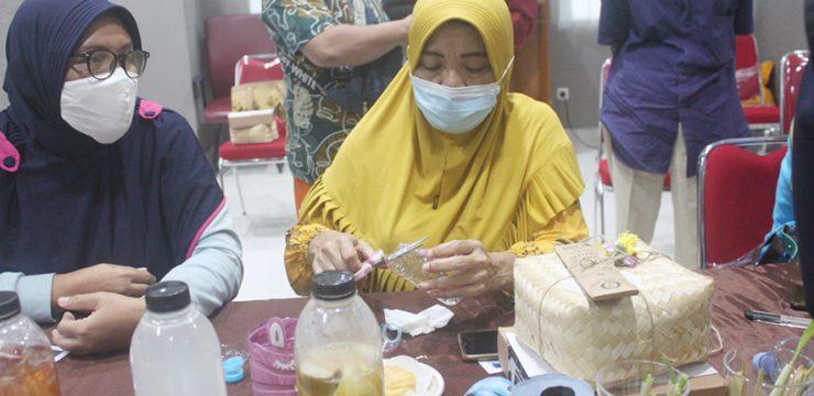 Akademisi Lintas Fakultas UI Ajak Warga Bantaran Sungai Ciliwung Kelola Limbah Plastik